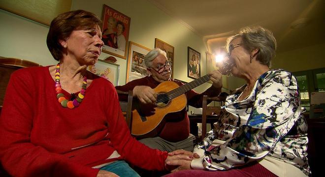 A dupla canta uma música que foi composta pelo marido de Meire, o maestro Mário Campanha