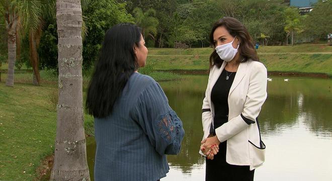 Perla revela detalhes da vida privada no programa deste domingo (23)