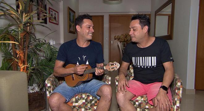 Programa deste domingo (11) ainda mostra encontro de Vavá com seu irmão gêmeo, Márcio