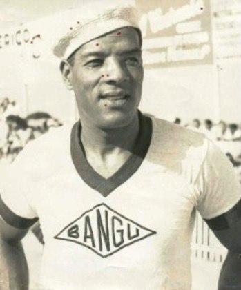 Domingos da Guia - Um dos maiores ídolos da história do Bangu, tem seu nome presente no hino do clube. Revelado pelo alvirrubro, o Divino é considerado por muitos o maior zagueiro da história do futebol brasileiro.
