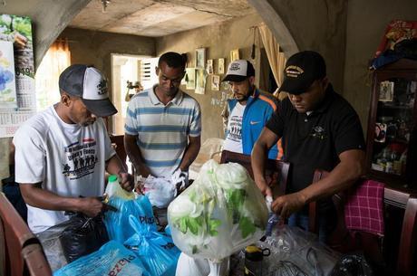 Rivas recebe ajuda de colegas veteranos de guerra