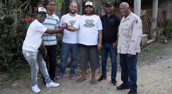 Grupo de veteranos dominicanos receberam apoio de ex-soldado dos EUA