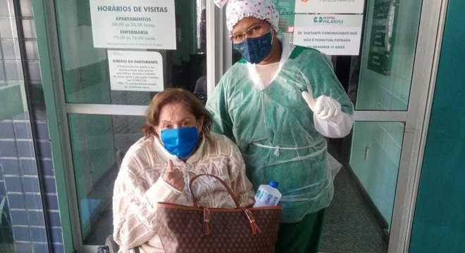 Dona Lita deixou a UTI após nove dias e foi direto para casa