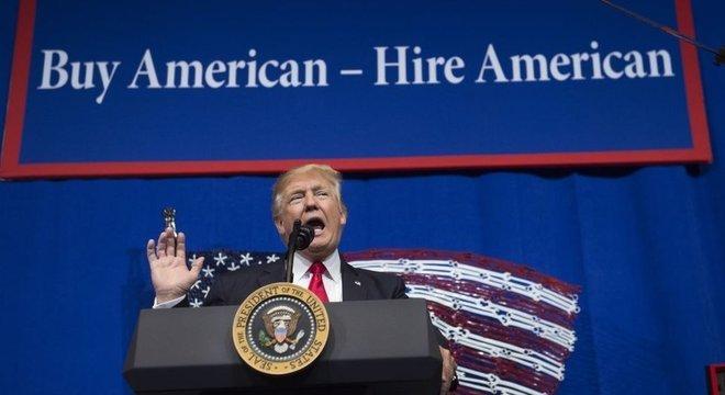 Tanto Trump quanto Biden promovem o pensamento nacionalista de 'comprar produtos americanos'