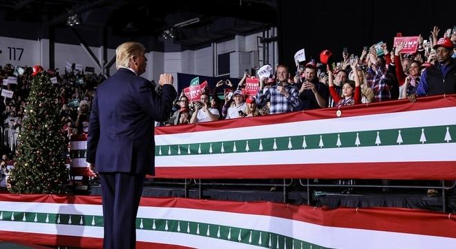 Donald Trump fala para apoiadores em comício no estado americano do Michigan