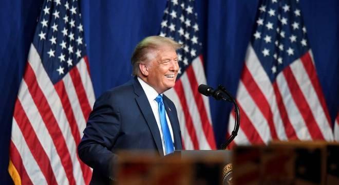 Trump, o candidato republicano, prometeu criar 10 milhões até 2021