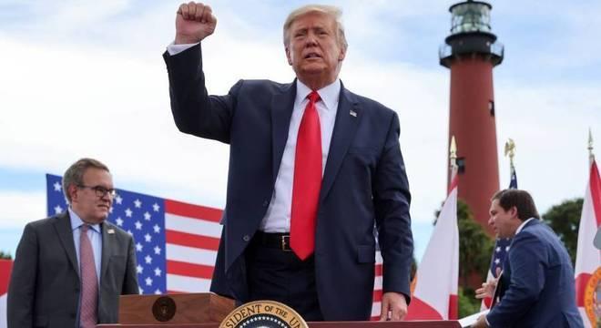 Donald Trump durante comício na Flórida, nos Estados Unidos