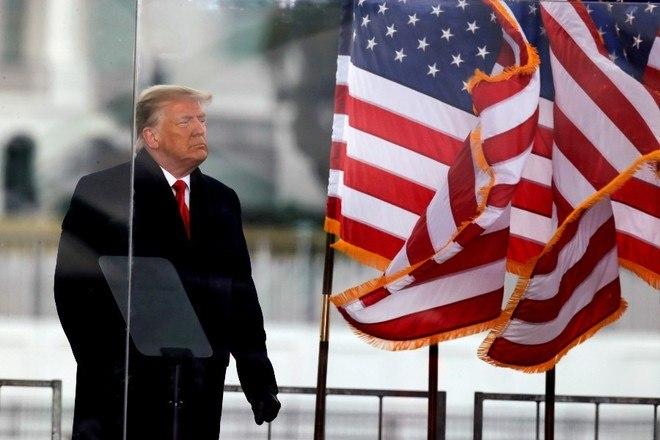 Após quatro dias de audiências, o Senado dos EUA deve votar o futuro político do ex-presidente Donald Trump em uma votação neste sábado (13), exatamente um mês após o impeachment ser aprovado pela Câmara dos Representantes, quando ele ainda estava no cargo. Os senadores devem se reunir às 10h (meio-dia no horário de Brasília) e a votação pode começar às 15h (17h em Brasília)Número de indiciados pela invasão ao Capitólio chega a 200