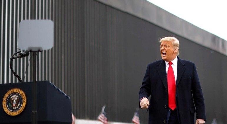 Donald Trump tinha como promessa de campanha construir um muro para barrar imigrantes