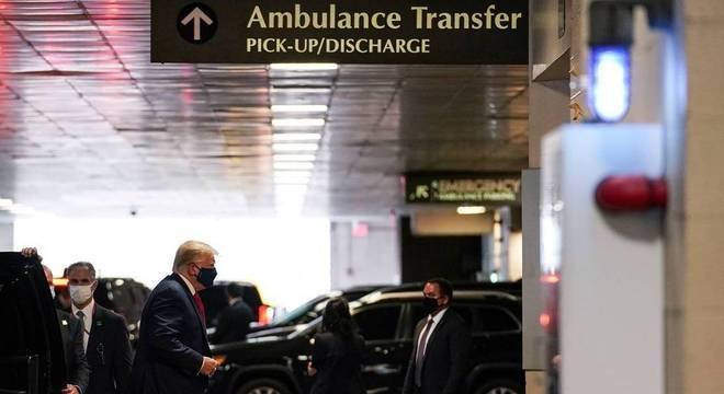 Donald Trump visitou o irmão no hospital na última sexta (14)