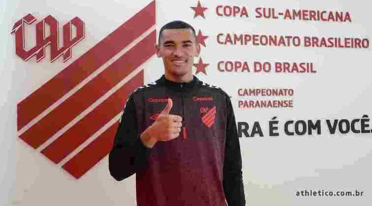 Dono da posição, o goleiro Santos está no Athletico-PR desde 2010