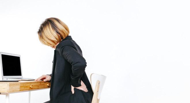 Má postura durante o home-office pode levar a dor nas costas