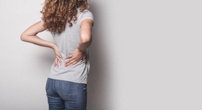Dor nas costas pode ser sinal de doença reumática crônica