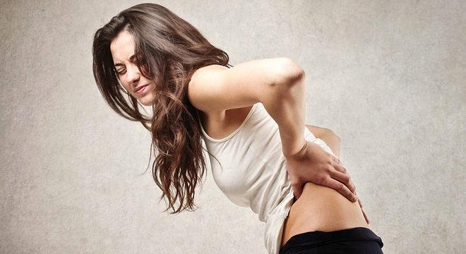 Dor lombar por endometriose pode ser confundida com problemas ortopédicos