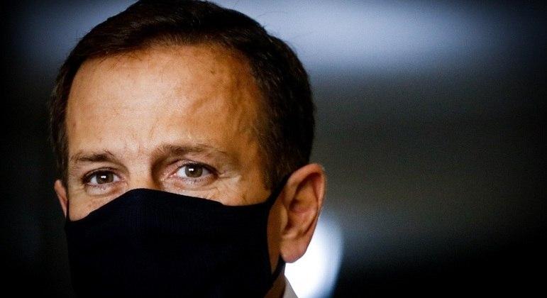 Governo de São Paulo mantém obrigatoriedade do uso de máscara
