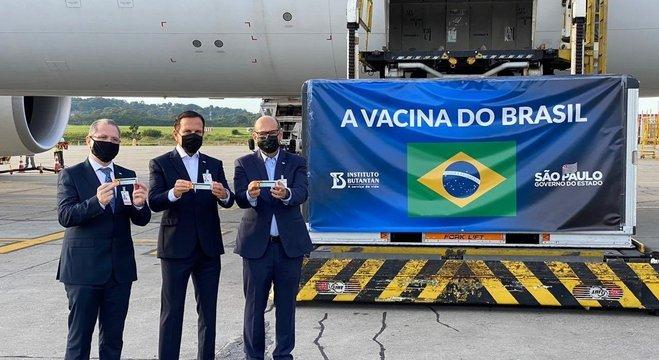 Insumos para produção da Coronav chegaram nesta manhã em São Paulo