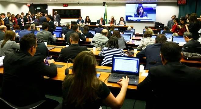 Dorinha Rezende, deputada relatora do projeto, diz que mais recursos da União são necessários porque é essa instância que concentra a arrecadação tributária