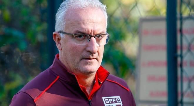 Dorival Junior foi o nono treinador do São Paulo em seis anos, data do último título