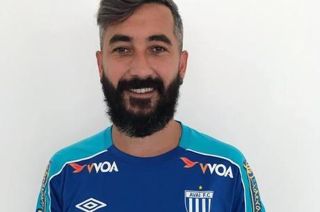 Douglas, ex-Grêmio, é o novo reforço do Avaí
