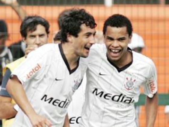 Douglas - Corinthians 2 x 0 Ceará - 2008 - O gol que abriu caminho para o retorno do Corinthians à elite do Brasileirão. Douglas marcou o primeiro tento na vitória sobre o Ceará por 2 a 0, no Pacaembu, que carimbou a vaga na primeira divisão.