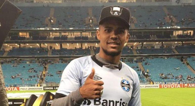 Douglas Costa será anunciado entre hoje e domingo, dia da final do Gaúcho
