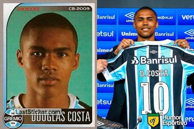 Douglas Costa jogou o Brasileirão 2009 pelo Grêmio. Inicia o Brasileirão 2021 com 30 anos e jogando pelo Grêmio novamente.