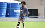 Em 2016, fez sua estreia na equipe principal, pela Série B. Por causa de suas boas atuações no elenco, ele se manteve no elenco echamou a atenção do treinadorRogério Micale, daseleção brasileira de futebol sub-20.
