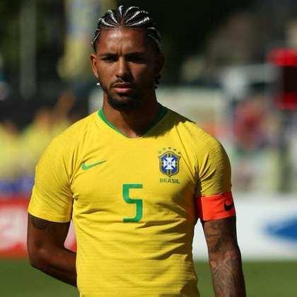 Douglas Luiz - Meia - Aston Villa - 22 anos