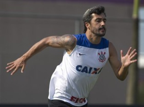 Douglas - meia - 38 anos - se aposentou em outubro deste e seu último clube foi o Avaí.