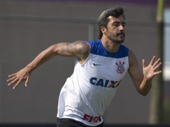 Douglas - meia - 39 anos - se aposentou em outubro de 2020 e seu último clube foi o Avaí.