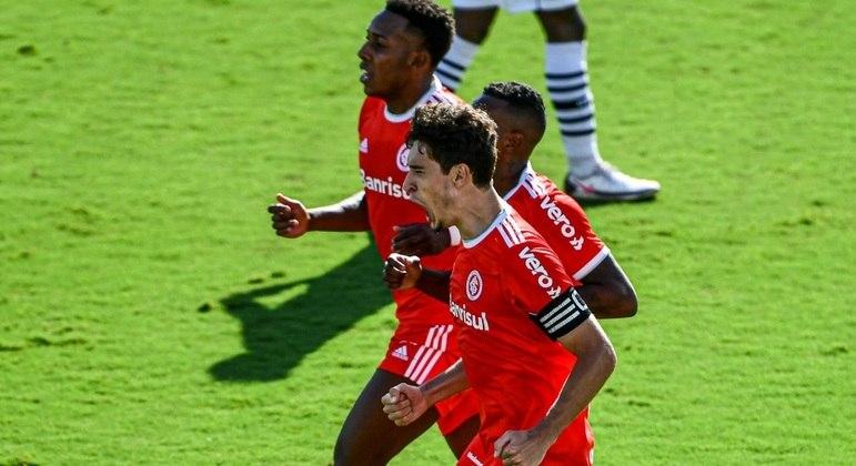 Rodrigo Dourado comemora gol que deu a vitória ao Inter sobre o Vasco