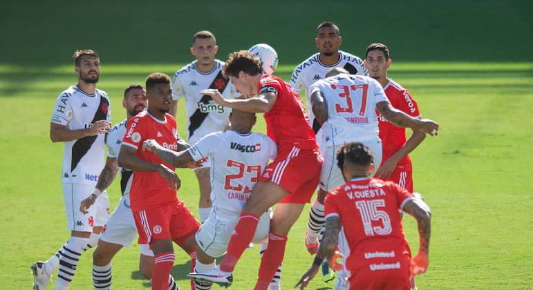 Gol de Rodrigo Dourado rendeu muita polêmica por possível impedimento
