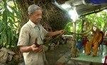 Luom, seu quinto filho, é designado para ajudar a administrar esses gigantescos dreads