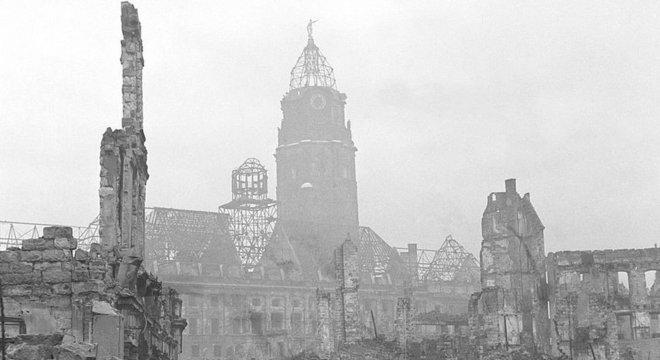 Importantes prédios da cidade foram destruídos