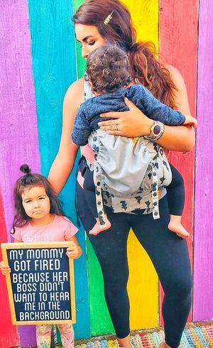 Mãe diz que foi demitida por não manter filhos quietos em ligações