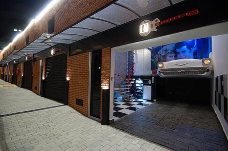 Motel em que dois jovens morreram em 14 de abril