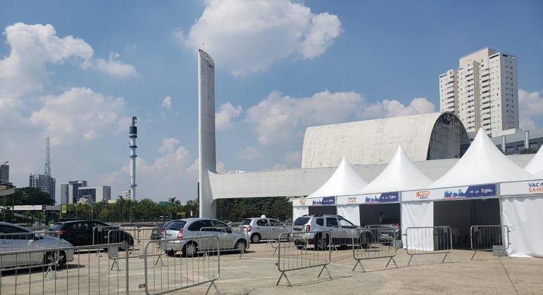 Serviço de drive-thru está disponível a partir das 8h da manhã no memorial em São Paulo