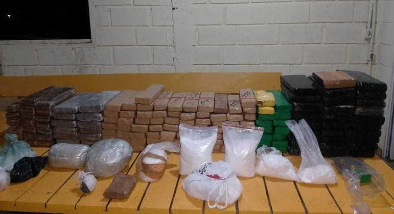 PM desenterra drogas em sítio em distrito de Ouro Preto, neste domingo (25)