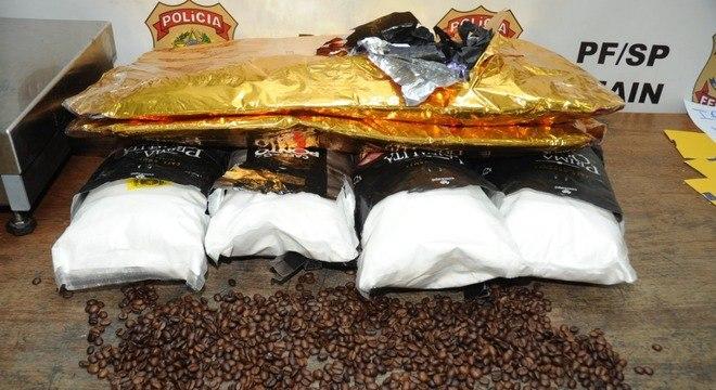 PF apreende cocaína em embalagens de café em grãos em aeroporto de SP
