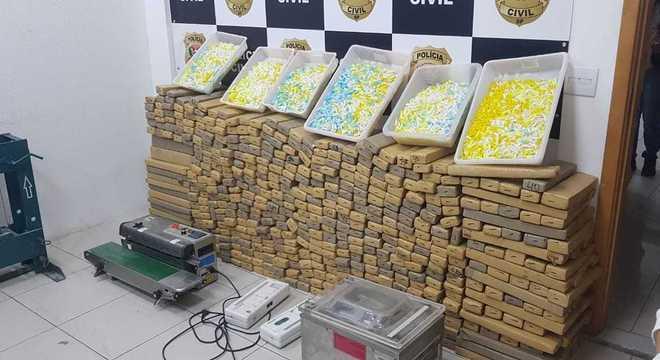 Mais de 700 tijolos de maconha foram encontrados em laboratório de drogas