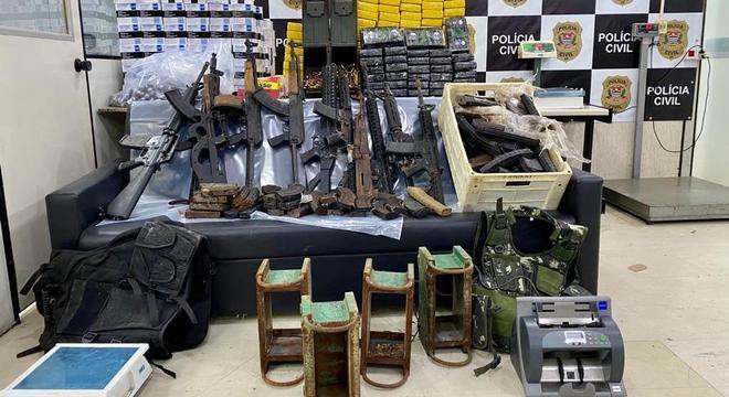 Polícia encontra arsenal e drogas em chácara da Grande São Paulo
