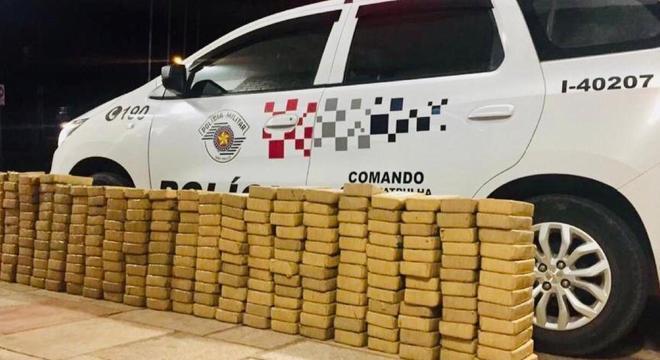 Mais de 250 kg de pasta de cocaína foram apreendidos em helicóptero