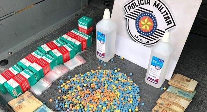 Drogas e dinheiro em espécie foram apreendidos na Marginal Tietê, em SP