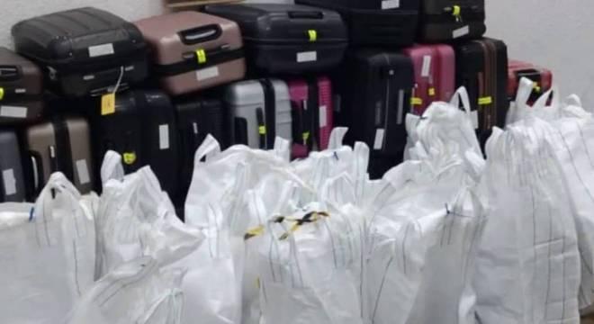 Dezesseis pessoas são presas por tentar transportar 300 kg de cocaína em Santos