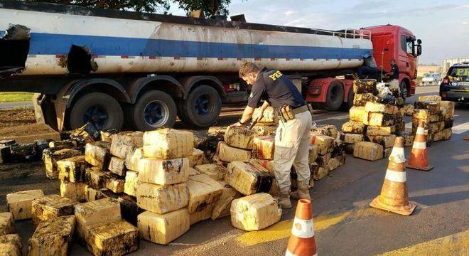 PRF encontra 2,8 toneladas de maconha em caminhão-tanque no Paraná