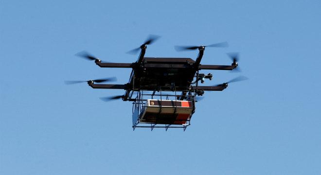 Entrega de encomendas por drones será testada no Brasil ainda neste ano