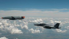 Drone reabastece caça F-18 da Marinha dos EUA em pleno voo