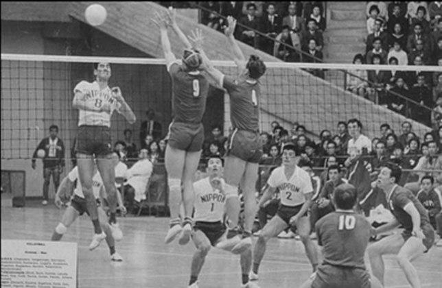 Duas modalidades que com o passar do tempo tornaram-se bastante tradicionais nos Jogos Olímpicos de Verão fizeram sua estreia na edição de Tóquio-64: o voleibol e o judô.