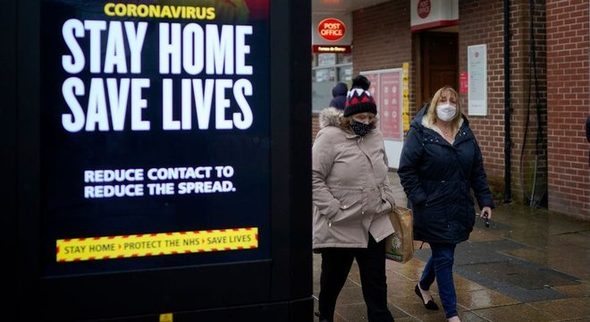 Em nova campanha, governo pede que pessoas ajam 'como se tivessem o vírus'