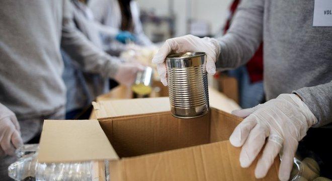 Bancos de alimentos têm garantido a alimentação de milhões de pessoas nos EUA